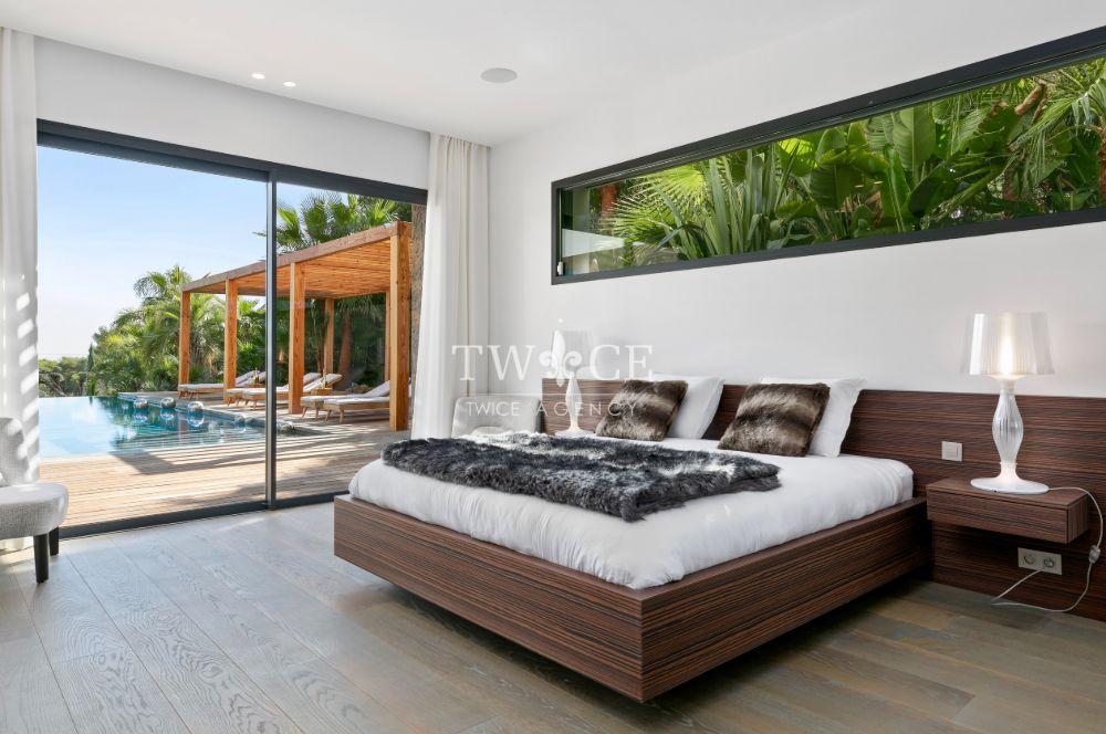 Luxury_VIP_Suite_Bathroom_Bedroom_Panoramic_Views_Villa_Cannes