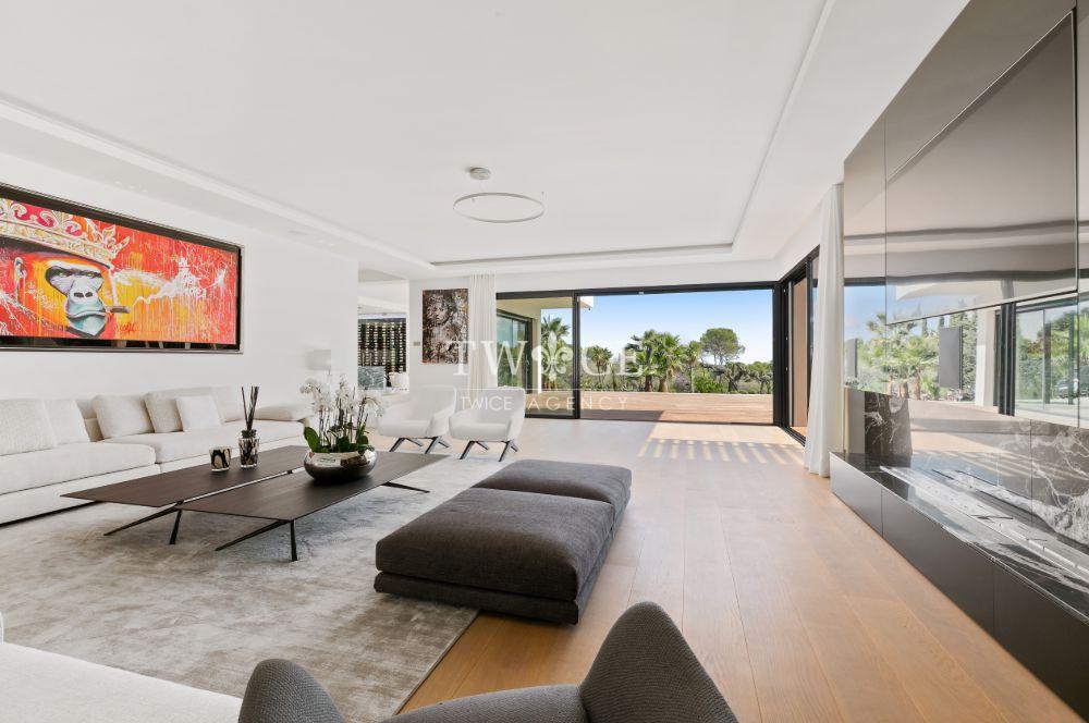 Large_Living_Room_Panoramic_Views_Villa_Mougins